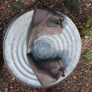 Wedge grey booties with single buckle